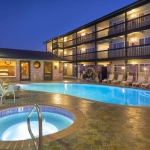 Best Western Plus Lincoln Sands Oceanfront Suites Night View Pool