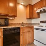 Best Western Plus Lincoln Sands Oceanfront Suites Guest Room Kitchen