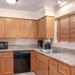 Best Western Plus Lincoln Sands Oceanfront Suites Kitchen Area