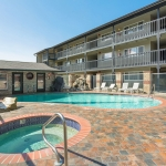 Best Western Plus Lincoln Sands Oceanfront Suites Pool and Hot Tub